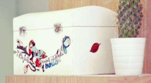 Personnalisez une boîte de rangement à votre image en la customisant avec des tattoos