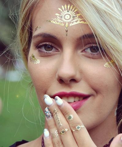 Illuminez votre visage avec les face tattoos ou tatouages temporaires pour le visage de Sioou.