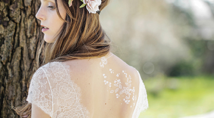 Les tatouages éphémères blancs façon dentelle, le nouvel accessoire indispensable de la mariée
