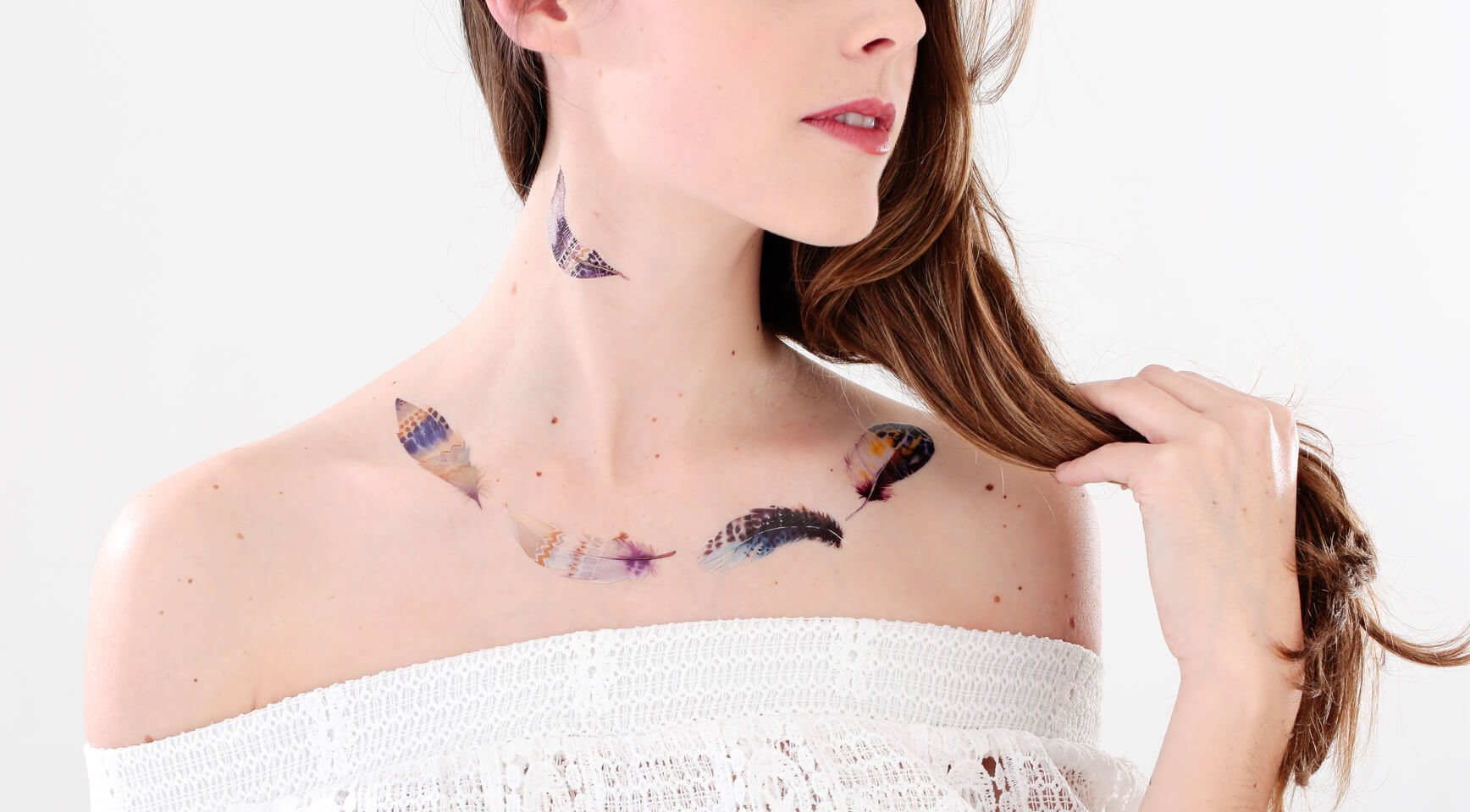 frais tatouage plume