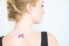 tatouage éphémère noeud coloré