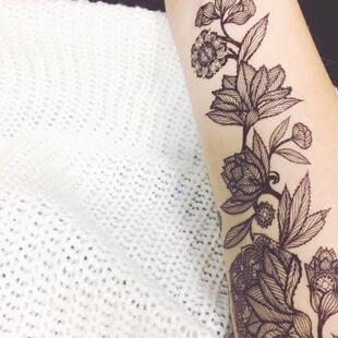 Tous les tatouages noirs