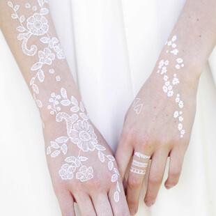 Tous les tatouages blancs