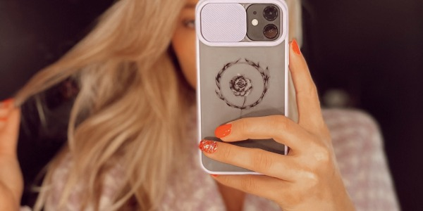 Customisation of a phone shell with Sioou tattoos